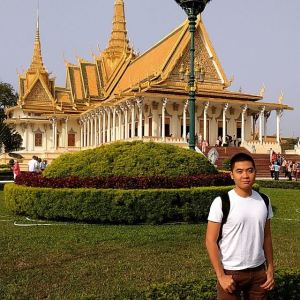 Ludwig in front of Cambodian Royal Palace